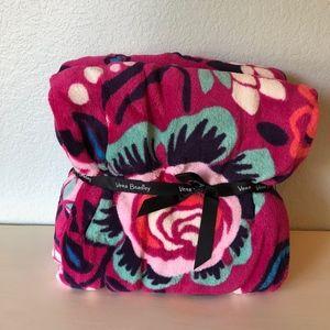 NWT Vera Bradley Plush Throw Blanket